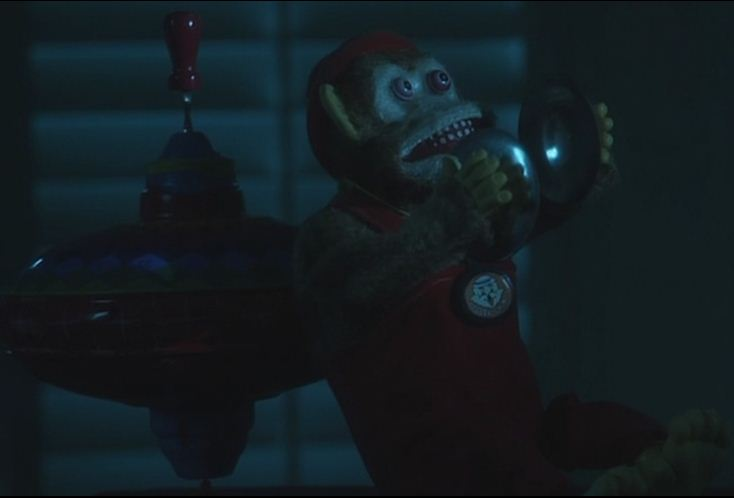 Nunca puede faltar un mono con platillos.