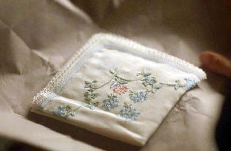 alias grace pañuelo bordado